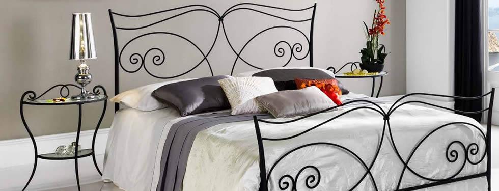 Кровать с ковкой