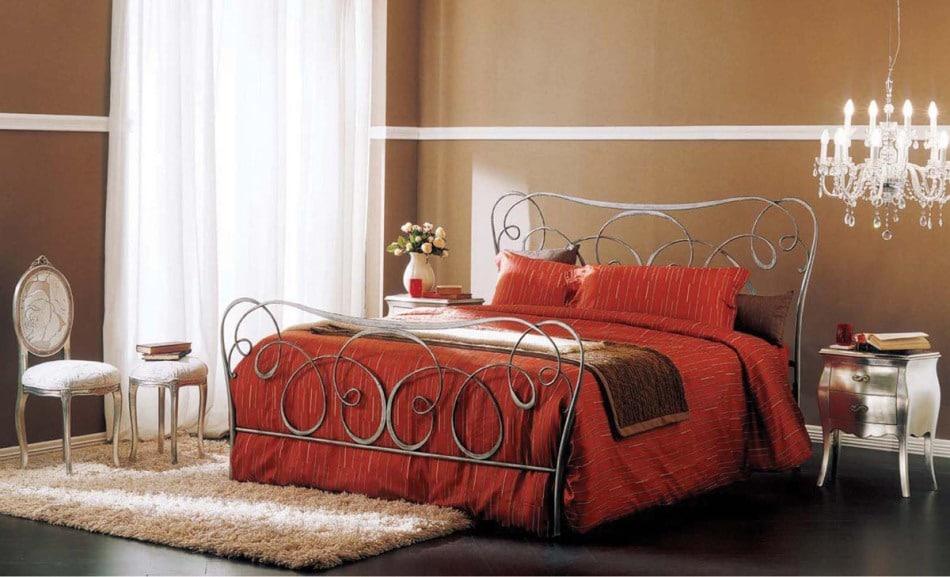 Кованые кровати из Малайзии