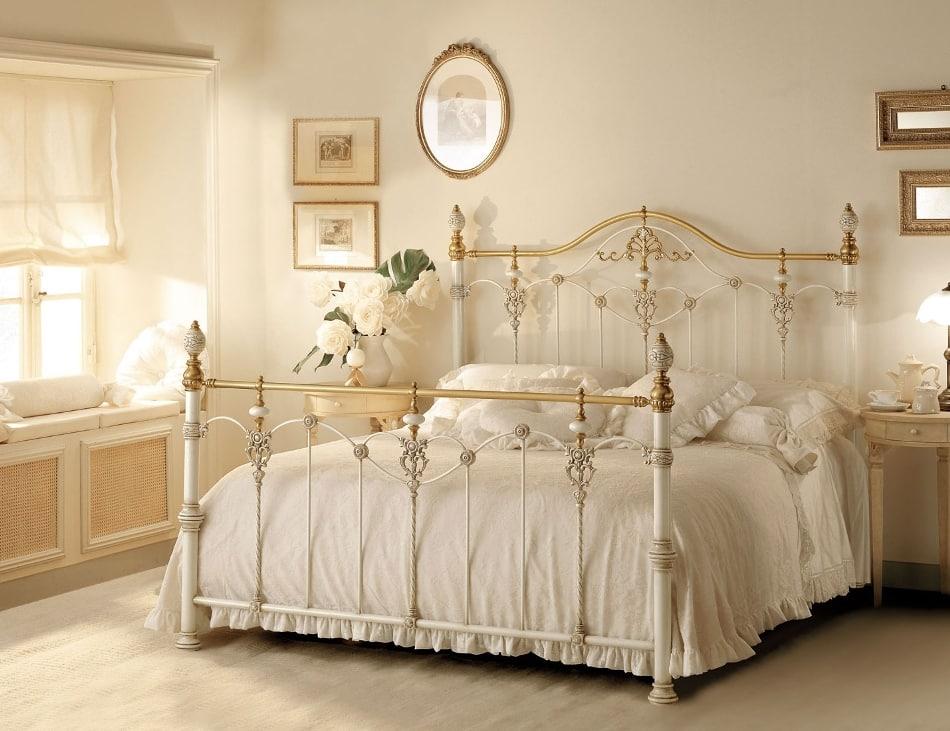 Кованые кровати люкс