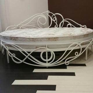 Кованая кровать Арнигунд