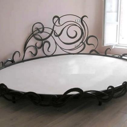 Кованая кровать Трисфе 1